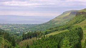 Panorama van Glenariff, één van de Nauwe valleien van Antrim, Provincie Antrim, Noord-Ierland, het UK stock video