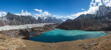 Panorama van Gokyo-meer, Everest-gebied, Nepal royalty-vrije stock afbeelding