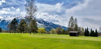 Panorama van golftoevlucht met plattelandshuisje Royalty-vrije Stock Foto