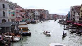 Panorama van Grand Canal, Mening van Rialto-Brug Venetië, Italië stock video