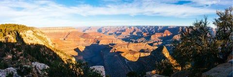 Panorama van Grand Canyon op zonnige dag Stock Afbeeldingen