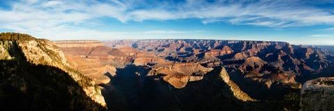 Panorama van Grand Canyon op zonnige dag Stock Foto
