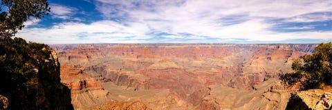 Panorama van Grand Canyon op zonnige dag Stock Foto's