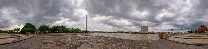 360 panorama van grote brug in het park Stock Afbeelding