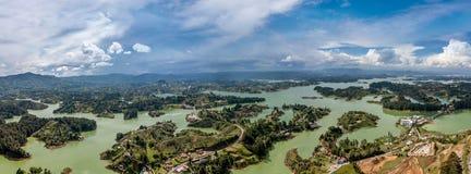 Panorama van Guatape in Antioquia-land en eilanden, Colombia royalty-vrije stock fotografie