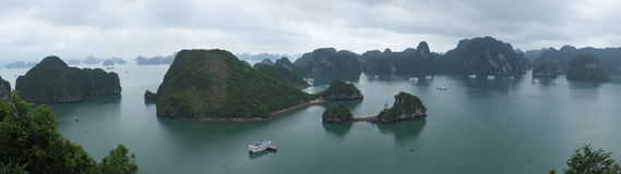 Panorama van Halong-Baai Stock Foto's