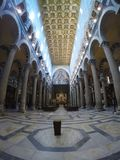 Panorama van het binnenland van de Kathedraal van Pisa Stock Foto