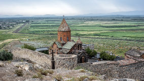 Panorama van het klooster Khor Virap op een regenachtige Augustus-dag Royalty-vrije Stock Afbeelding