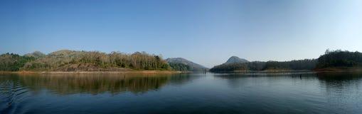 Panorama van het meer stock fotografie