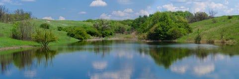Panorama van het meer Stock Foto's