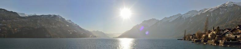 Panorama van het meer en de Gemeente van Brienz zwitserland Royalty-vrije Stock Afbeeldingen