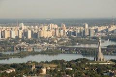 Panorama van het Monument van Kiev van Overwinning, Depr-Rivier en weggegaan Stock Foto's