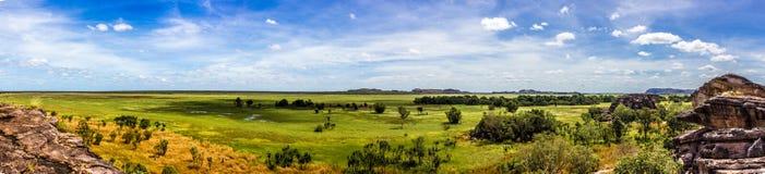 panorama van het Nadab-Vooruitzicht in ubirr, kakadu nationaal park - Australi? stock foto's