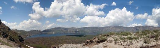 Panorama van het Nemrut-meer van vulkanische oorsprong stock fotografie