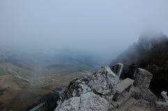 Panorama van het onderstel Monte Titano in San Marino naast het Guaita-kasteel royalty-vrije stock afbeelding