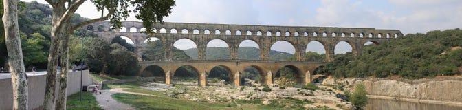 Panorama van het oude Roman aquaduct van Pont du Gard Royalty-vrije Stock Foto's