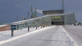 Panorama van het overzeese centrum 'Vellamo ', ijzige Februari-dag Kotka, Finland stock video