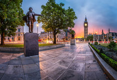 Panorama van het Parlement Vierkant en Koningin Elizabeth Tower Stock Fotografie