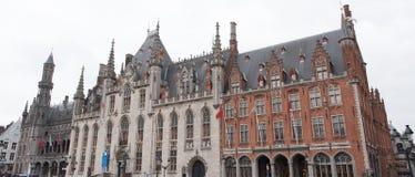 Panorama van het Stadhuis van Brugge met aangrenzende gebouwen Royalty-vrije Stock Foto's