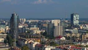 Panorama van het stadscentrum timelapse van Zagreb, Kroatië, met moderne en historische gebouwen, musea in de afstand stock videobeelden