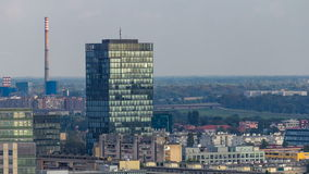 Panorama van het stadscentrum timelapse van Zagreb, Kroatië, met moderne en historische gebouwen, musea in de afstand stock footage