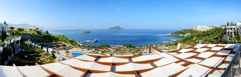 Panorama van het strand bij luxehotel Royalty-vrije Stock Foto's