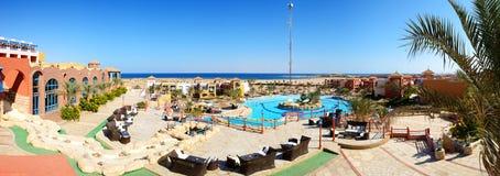 Panorama van het strand bij luxehotel Stock Fotografie