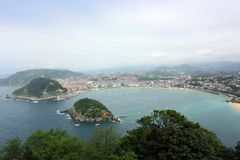 Panorama van het strand van La Concha in San Sebastian, Baskisch Land stock fotografie