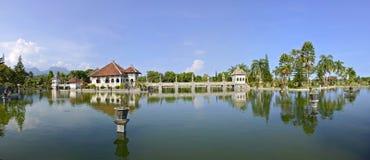 Panorama van het waterpaleis van Taman Ujung op Bali royalty-vrije stock fotografie