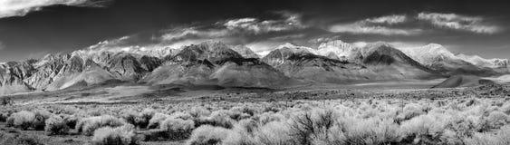 Panorama van het zuidelijke uiteinde van de Siërra Nevada Mountains-plaatsen Stock Foto