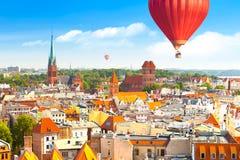 Panorama van historische gebouwen en daken in Poolse middeleeuwse stad Torun stock afbeelding