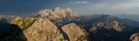 Panorama van Julian Alps van Mangart-Pas, het nationale park van Triglav, Slovenië, Europa stock foto's
