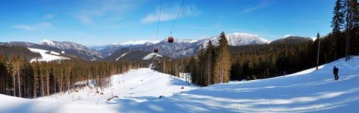 Panorama van kabelbaan in Jasna Low Tatras Stock Afbeelding