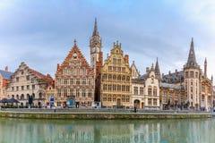 Panorama van Kade Graslei in de stad van Gent, België royalty-vrije stock afbeelding