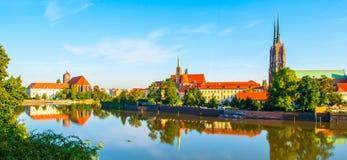 Panorama van Kathedraaleiland en zijn gedachtengang in de rivier, Wroclaw, Polen royalty-vrije stock afbeeldingen