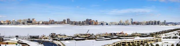 Panorama van Kazan op de Kazanka-Riviermening van Kazan het Kremlin in de winter royalty-vrije stock foto's