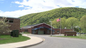 Panorama van Kent Center School stock footage