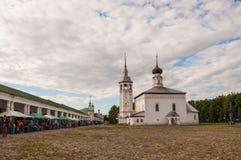 Panorama van Kerk van de Verrijzenis in Suzdal stock afbeeldingen