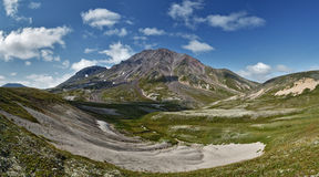 Panorama van Khangar-Vulkaan - actieve vulkaan van het Schiereiland van Kamchatka Royalty-vrije Stock Foto