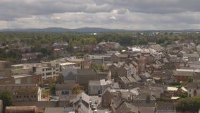 Panorama van Kilkenny met Kasteel en kathedraal, Ierland stock videobeelden