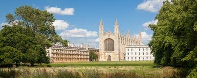Panorama van King& x27; s Universiteit in Cambridge Stock Afbeeldingen