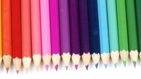 Panorama van kleurrijke potloden op een rij stock footage