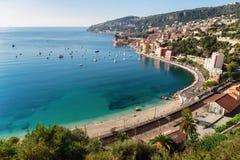 Panorama van Kooi d'Azur dichtbij de stad van Villefranche -villefranche-sur Stock Afbeeldingen