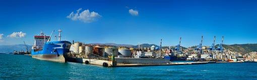 Panorama van ladings eindhaven Genua stock fotografie