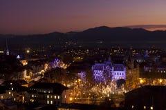Panorama van Ljubljana bij schemer. Stock Foto's