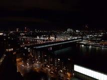 Panorama van Londen bij nacht Stock Foto's