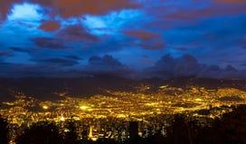 Panorama van Medellin bij nacht, Colombia stock fotografie