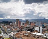 Panorama van Medellin, Colombia, van de binnenstad met gebouwen en metro post royalty-vrije stock foto's