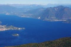 Panorama van Meer Maggiore en het Eiland van Isola Madre, Italië Stock Foto's