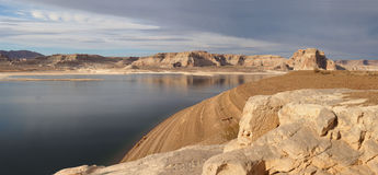 Panorama van Meer Powell in Glen Canyon National Recreation Area Stock Foto's